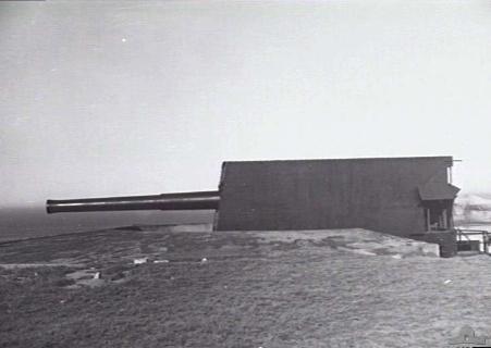 BL_9.2_inch_Mk_X_gun_Cape_Banks_1946_AWM_129987